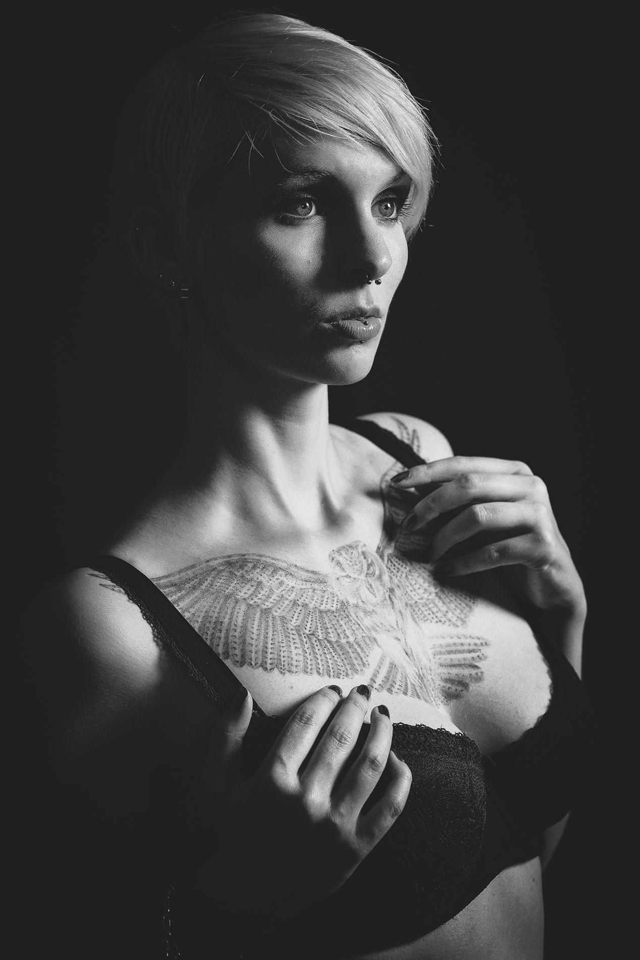 Erotisches schwarz-weiß Foto