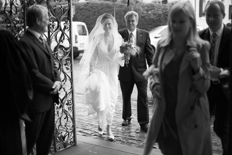 Der Hochzeitsfotograf ist auch bei Regen zur Stelle