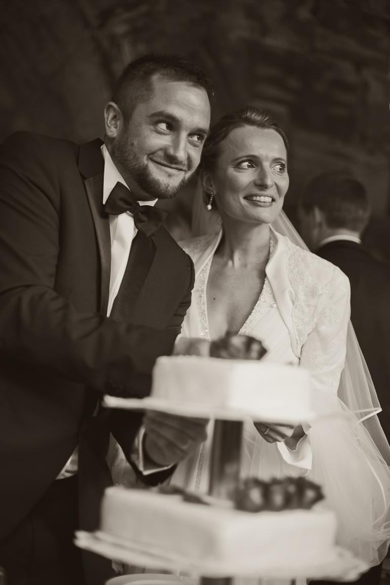 Das Brautpaar und die Hochzeitstorte