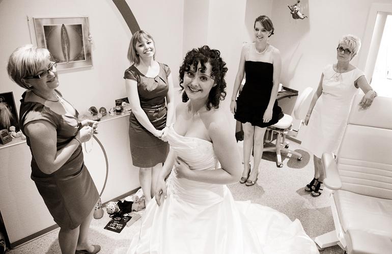 Hochzeitsreportage Braut beim Getting Ready