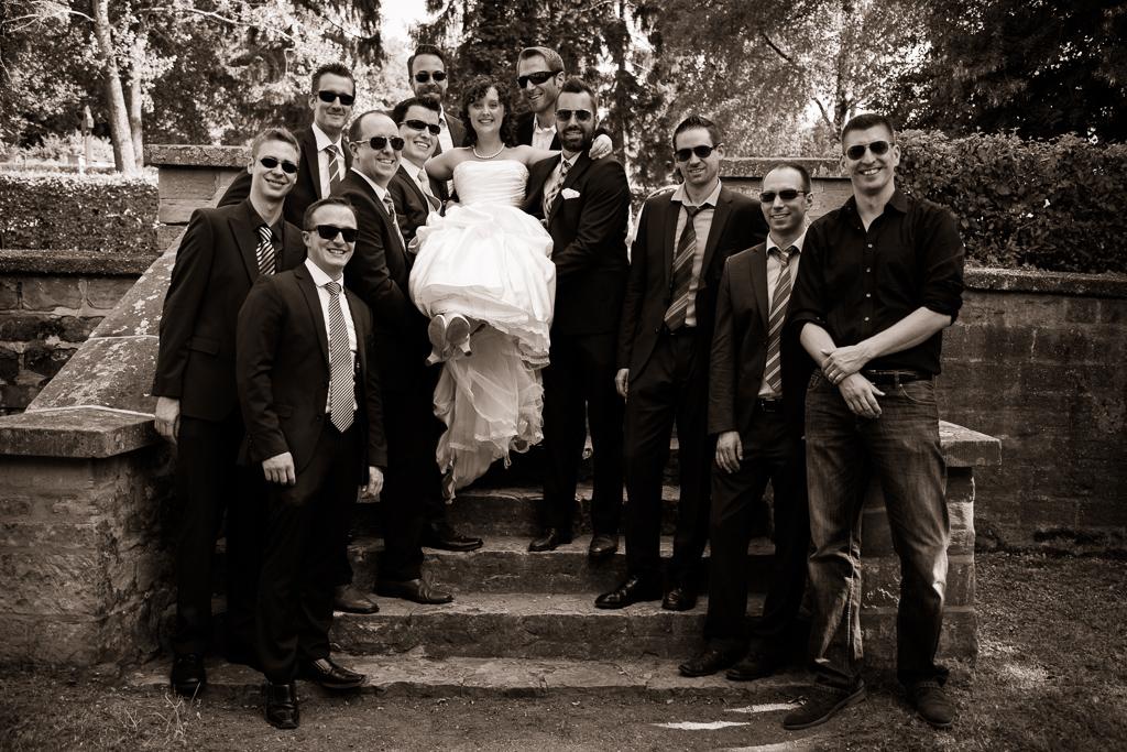 Die schöne Braut und ihre Bodyguards