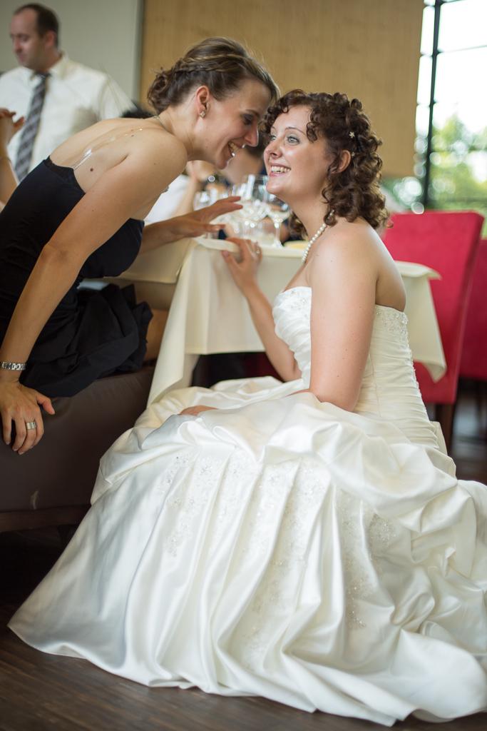 Hochzeitsfotos Die Braut und die Trauzeugin