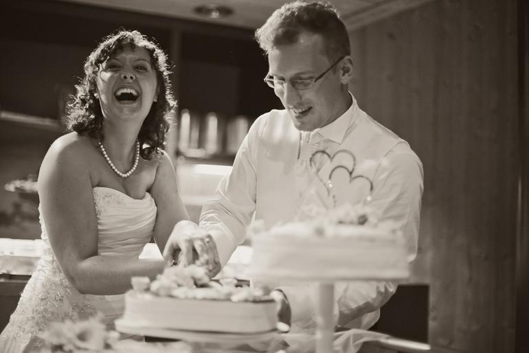 Hochzeitsfoto Das Anschneiden der Hochzeitstorte