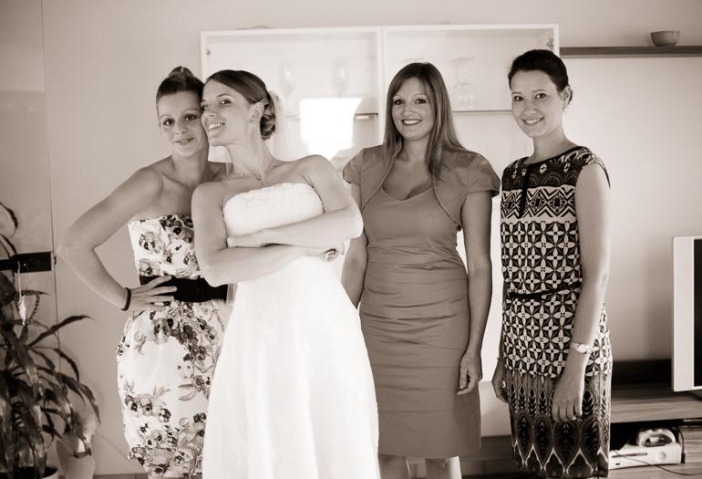 Hochzeitsreportage: Das Fertigmachen der Braut
