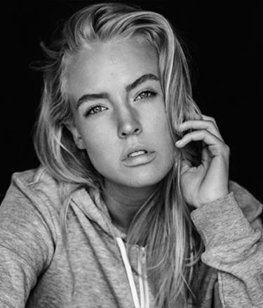 Available Light Beauty Portrait Jean Noir schwarzweiss